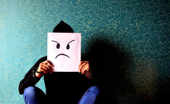 PERCHE' MIO FIGLIO MI ODIA?  5 cose da sapere per sopravvivere all'odio di un adolescente.